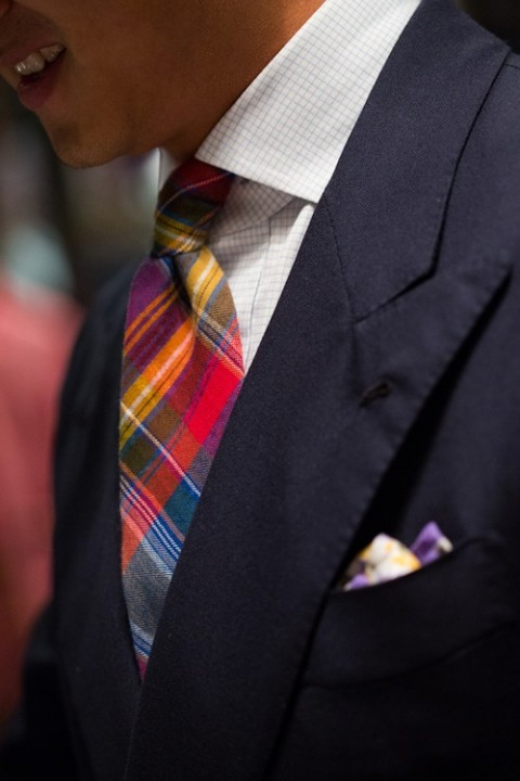 A bold tie should be paired with a subtle shirt